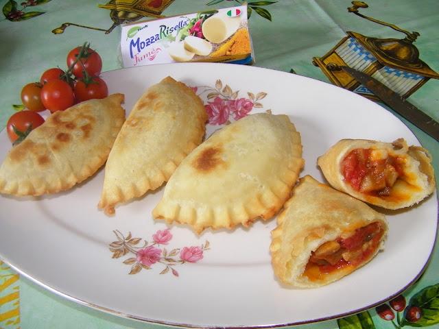 panzerotti  con melanzane e mozzarisella fume' quando le ricette vegane non hanno nulla da invidiare!!!