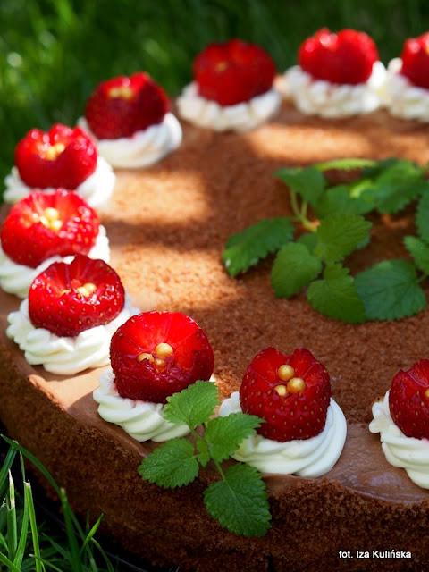 torcik , z truskawkami , z czekoladą , desery na lato , tort urodzinowy