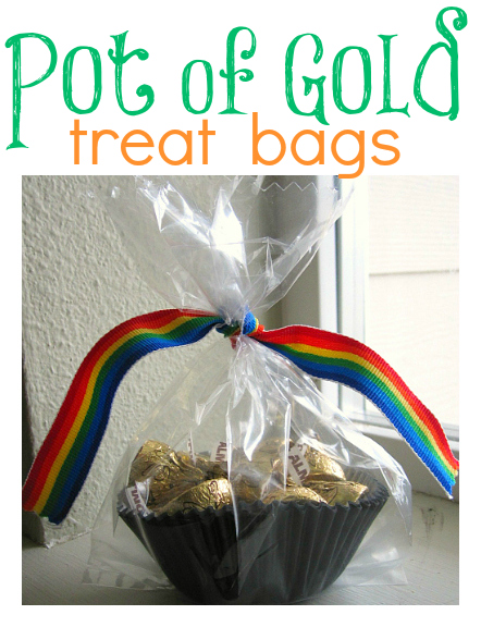 http://www.notimeforflashcards.com/2011/03/pot-of-gold-treat-bag.html