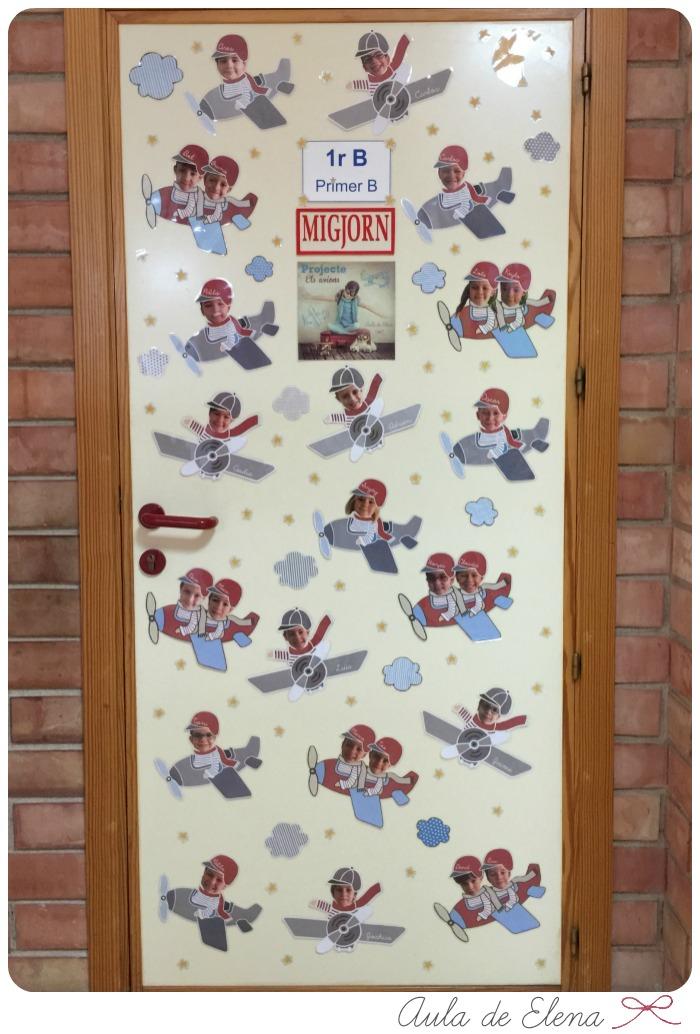 Decoraci n de la puerta del aula aviones aula de elena - Decoracion para puertas ...