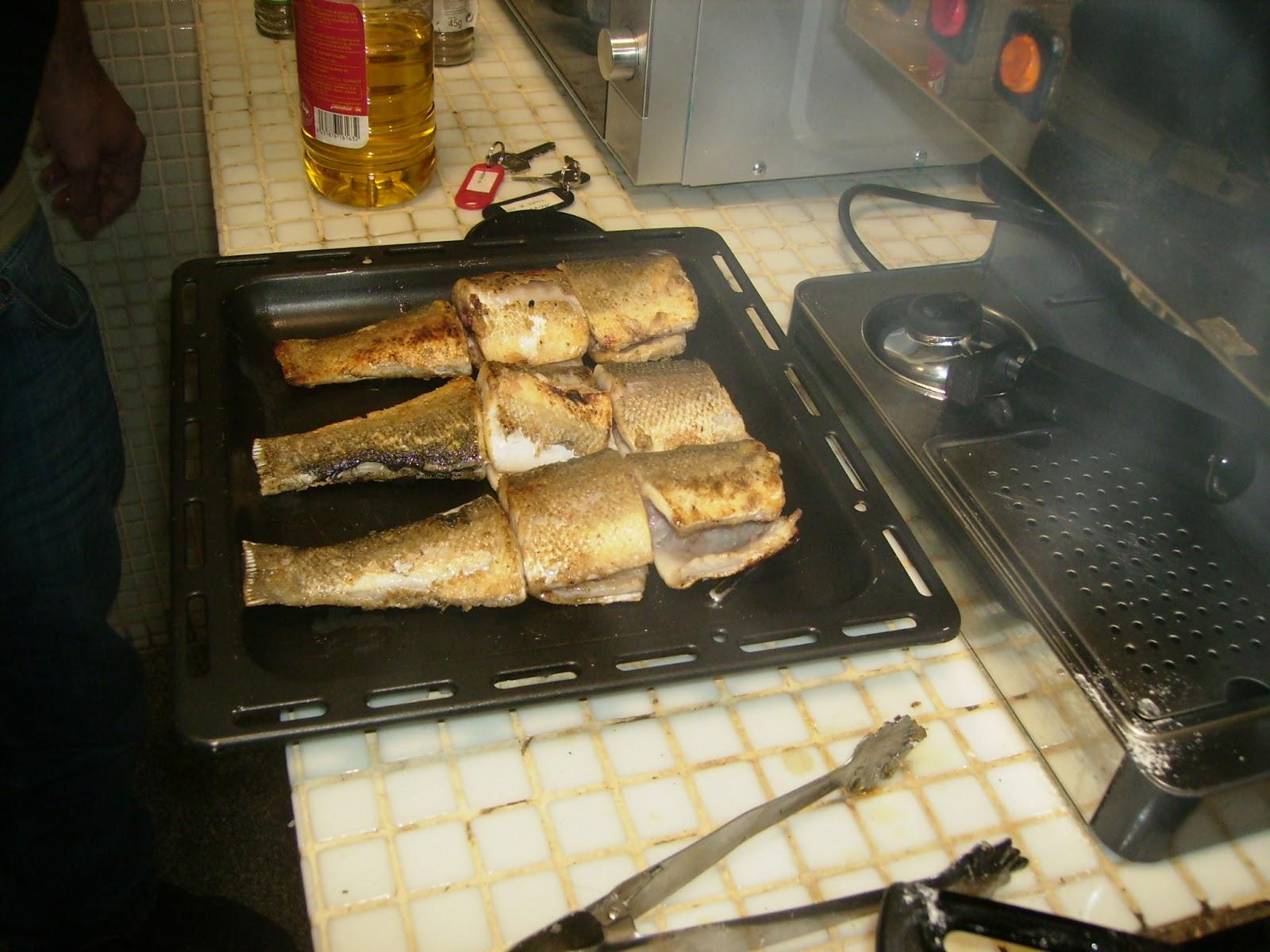 Cocina en tu habitaci n lubina con espinacas a la salsa - Bechamel con nata para cocinar ...