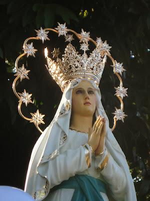 La Virgen De Lourdes Coronada de Estrellas