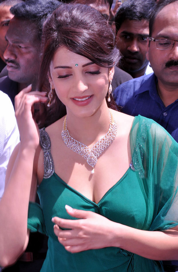 Shruthihassan with jewellery