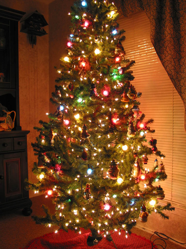 Wallpaper backgrounds beautiful christmas trees for Christmas tree lights decorating ideas