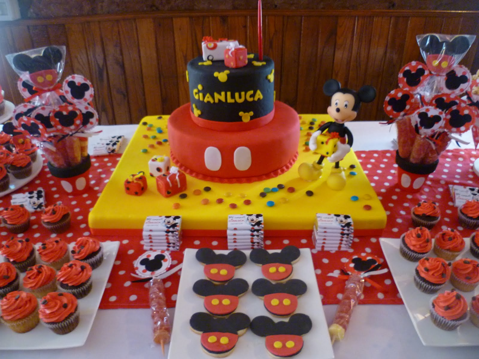 Sweet party box cumplea os gianluca mickey mouse for Mesa de cumpleanos de mickey