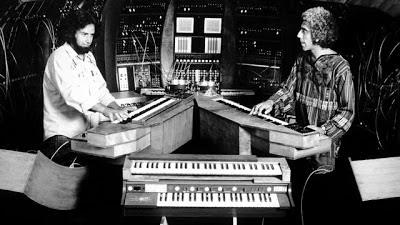 El célebre sistema modular T.O.N.T.O con sus dos padres; Bob Margouleff y Malcolm Cecil.