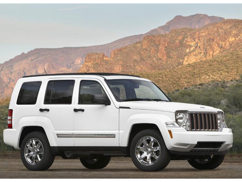 jeep liberty 2013 review 4 cars and trucks. Black Bedroom Furniture Sets. Home Design Ideas