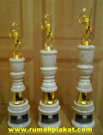Jasa Buat Paket Piala Marmer Lomba, Tempat Bikin Piala Surabaya, Tempat Jual Piala Marmer Murah, 0812.3365.6355, www.rumahplakat.com