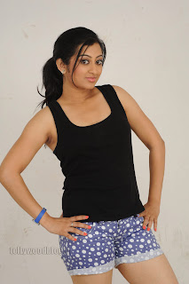Cute Cheste Movie heroine Tanishka Pictures 011