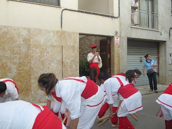 Flabiolaire sonant i bastoners dansant