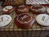 Βασιλόπιτες μυρωδάτες, σε τσουρέκι ή κέικ!!