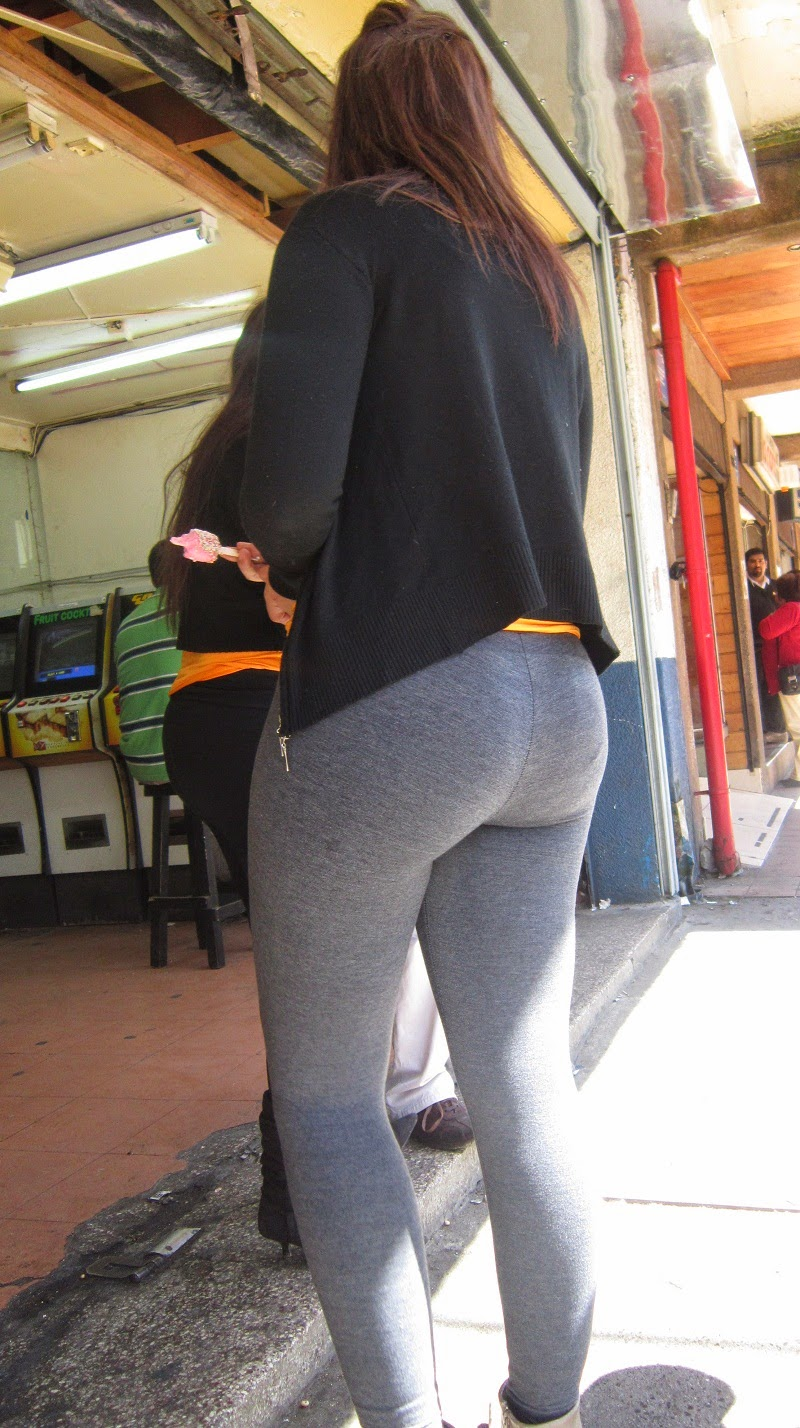 youg-girl-tight-yoga-pants