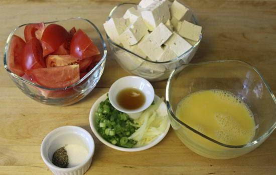 (Canh cà chua trứng, đậu) - Tofu Soup with Mushrooms and Tomato