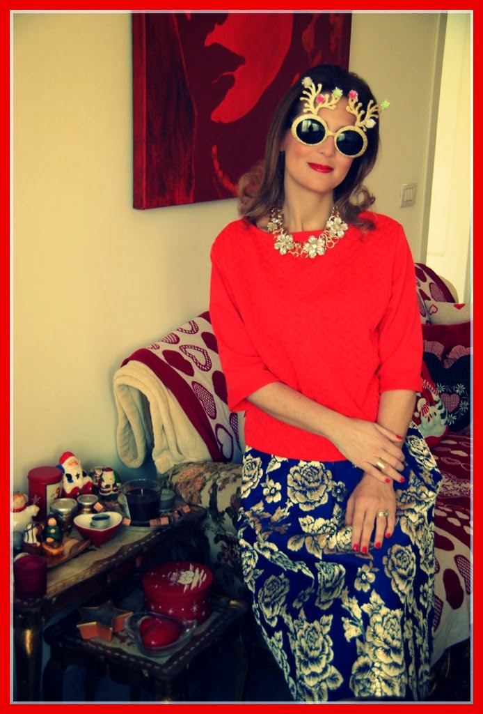 Christmas wishes from Fashion and Cookies fashion blog, Christmas look with Sister Jane Asos golden roses midi skirt and red blouse