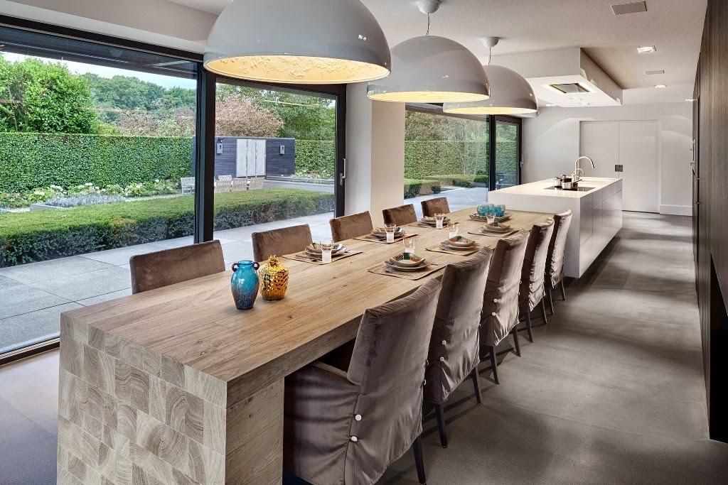 Una gran cocina con mesa para familia numerosa   cocinas con estilo
