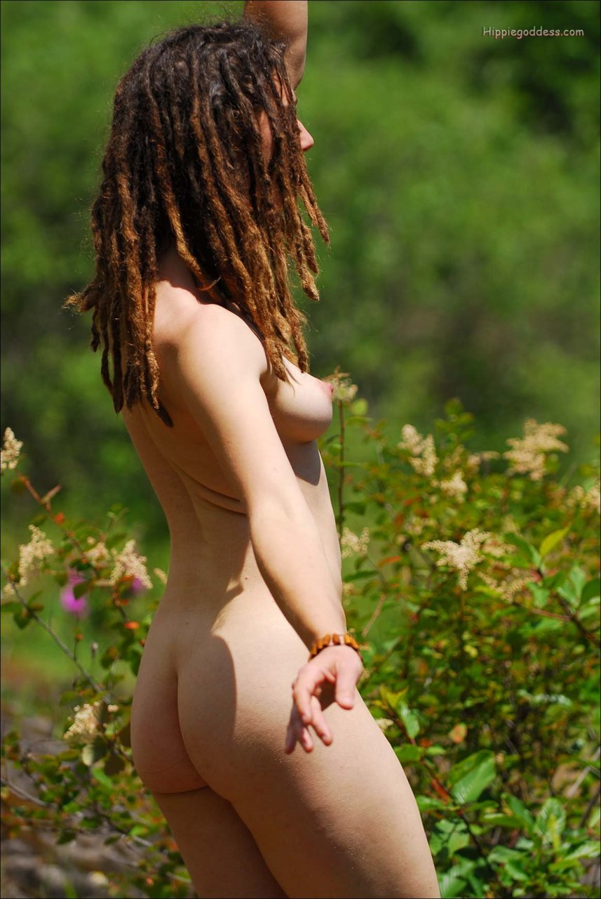 red head nude girl bush