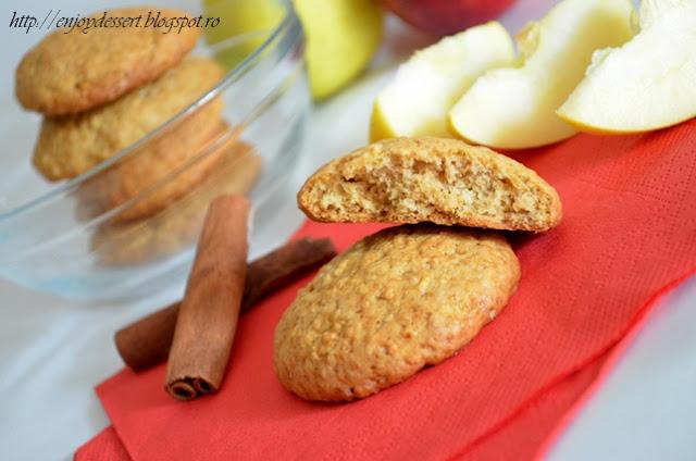 Biscuiti cu mere, scortisoara si fulgi de ovaz