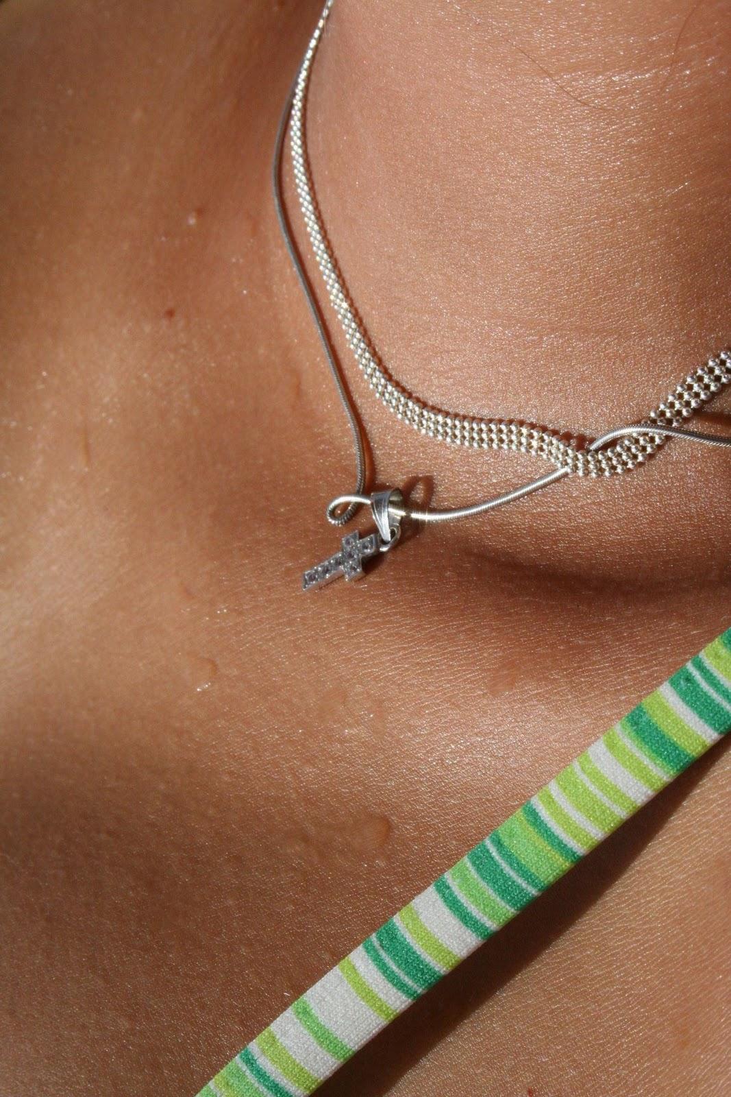 http://1.bp.blogspot.com/-zXDAPeCYtls/TnjCXY9ImuI/AAAAAAAANsA/xo0uevTxP1o/s1600/Jewellery+Wallpapers+%25281%2529.jpg