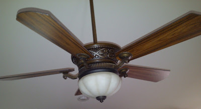Ceiling fan with no apparent way to reverse the fan direction