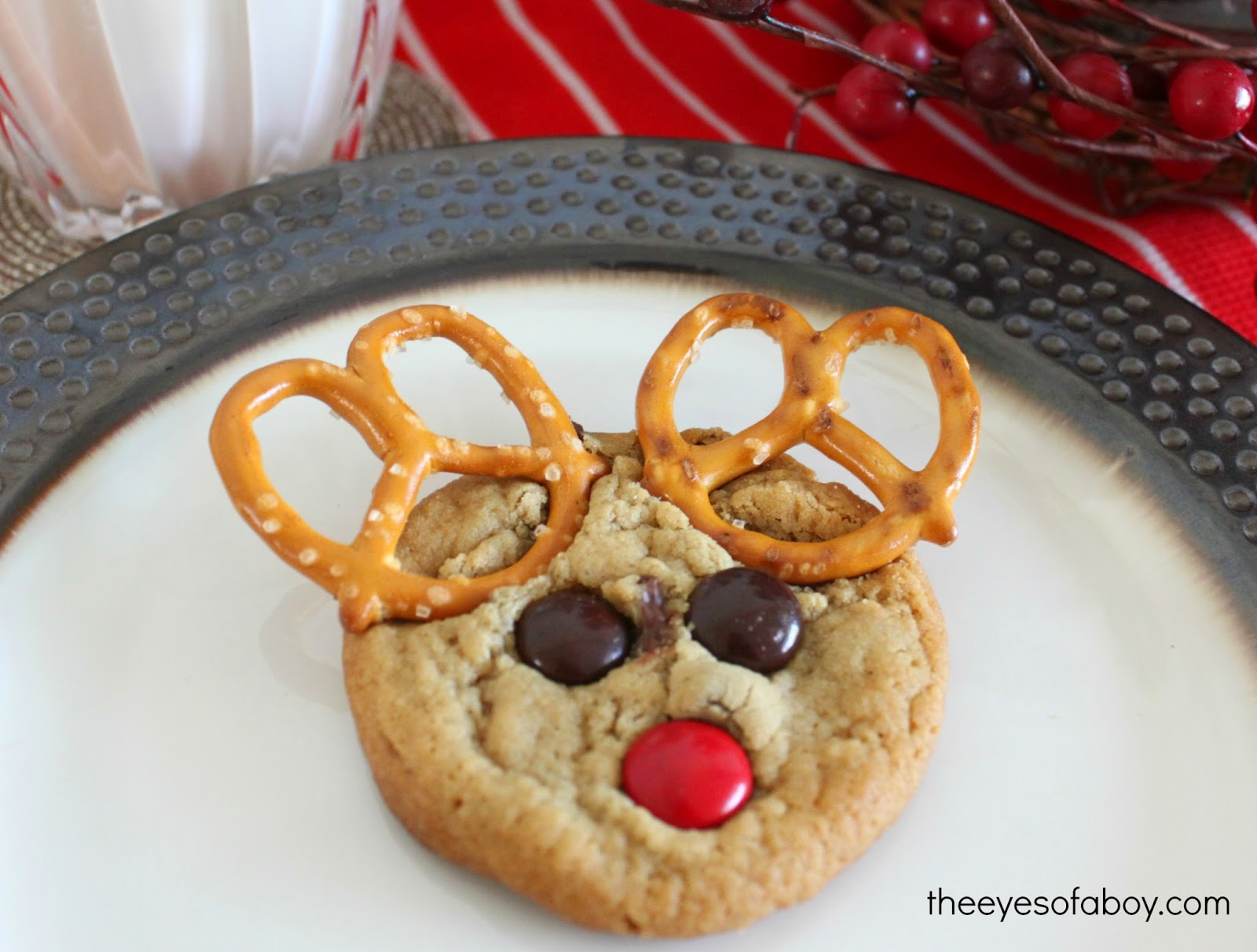 Reindeer Christmas Cookies - perfect holiday dessert that kids ( and adults, too ) will LOVE!