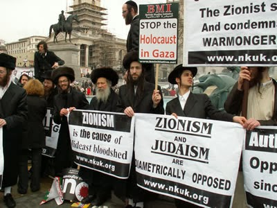 [Imagem: anti-zionist-jews-in-london.jpg]