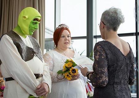 صور: زواج على طريقة فيلم الغول شريك