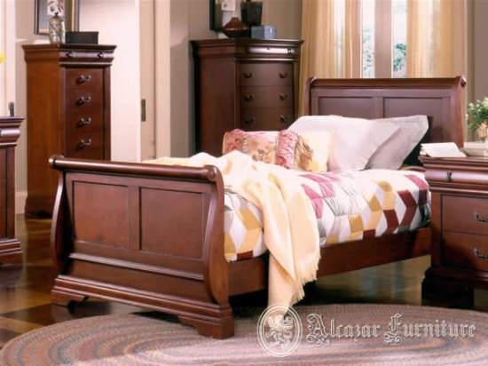 Decorating Bedroom With Cherry Wood Furniture (5 Image)