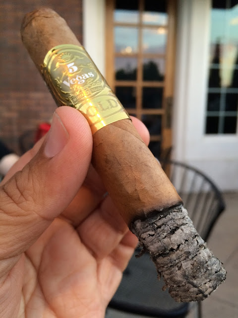 5 Vegas Gold Robusto cigar 3