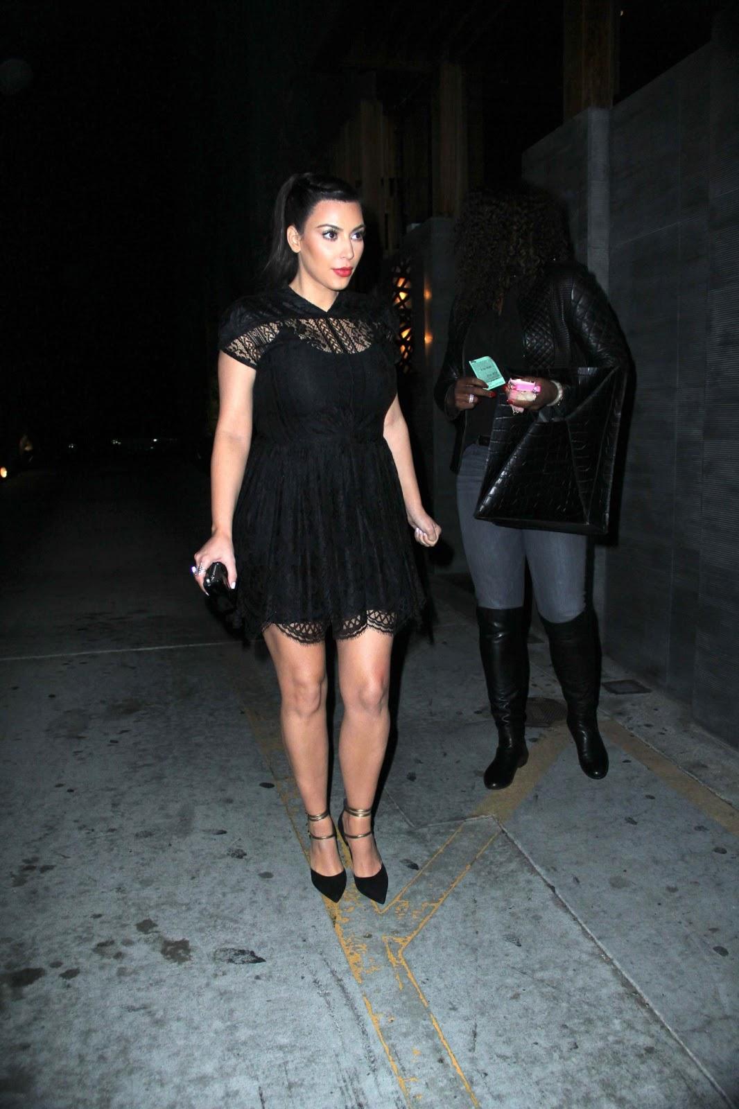 http://1.bp.blogspot.com/-zXpJIaFtDxk/UQlyk6HwBzI/AAAAAAAA7dg/JRtlcbJi8Mk/s1600/Kim+Kardashian-Serena-Williams-Gossipwelove1.jpg