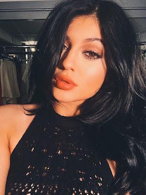 Kylie Jenner Mau Rilis Lipstik!?