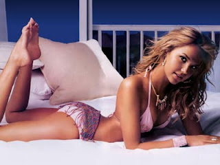 <b>arielle kebbel hot picture</b>