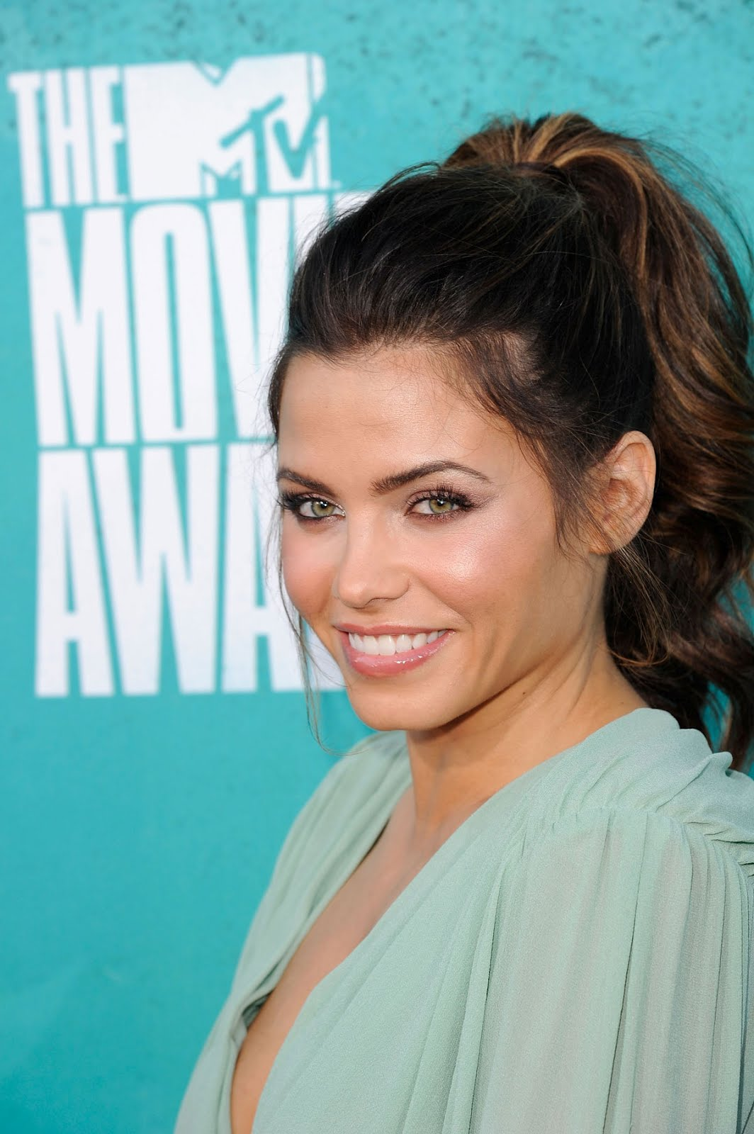 http://1.bp.blogspot.com/-zYGu37EBdjA/T8-Qb90kVTI/AAAAAAAAGw0/k67Nn78p3BU/s1600/JENNA-DEWAN-at-MTV-Movie-Awards-2012-at-Universal-Studios-in-Los-Angeles-5.jpg