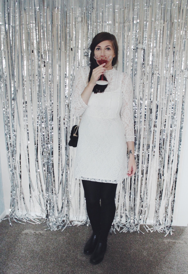 primark, fluffybag, lacedress, wiw, whatimwearing, ootd, outfitoftheday, lotd, lookoftheday, fbloggers, fblogger, fashionbloggers, christmaspartystyle, primarkhaul, asos, asseenonme