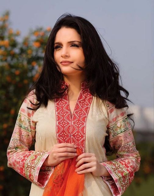 Beautiful Armeena Khan HD Wallpaper