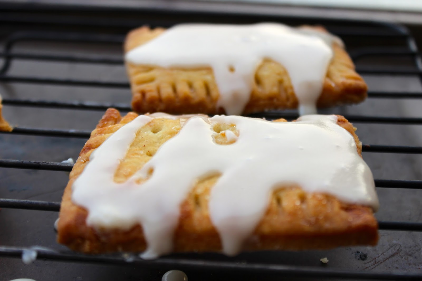cinnamon-nutella pop tart with vanilla glaze