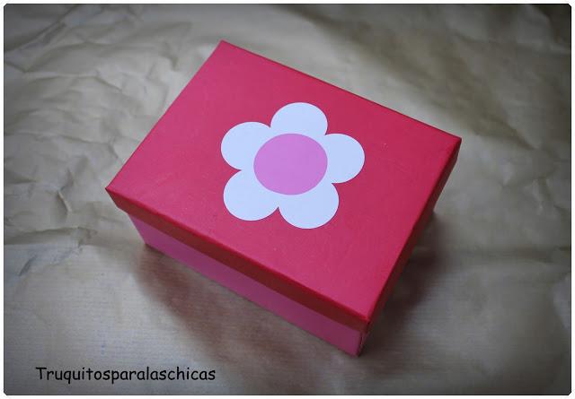 cajita con flor