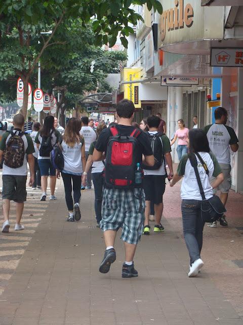 City Tour caminhando pela Avenida Brasil em Foz do Iguaçu