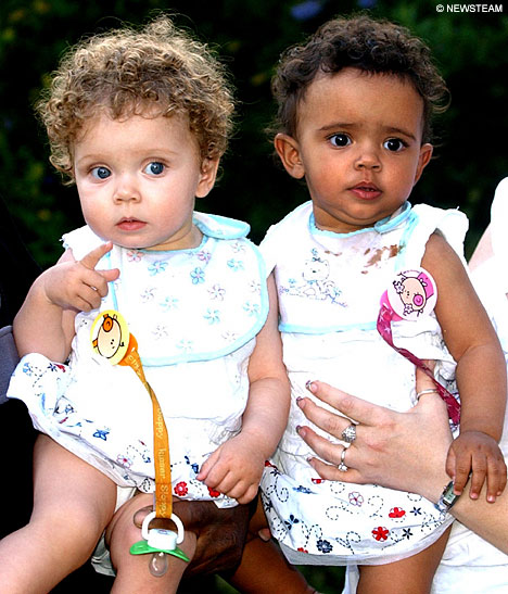 White Naija Girl: TWINS - IBEJI HISTORY: whitenaijagirl.blogspot.com/2013/01/twins-ibeji-history.html