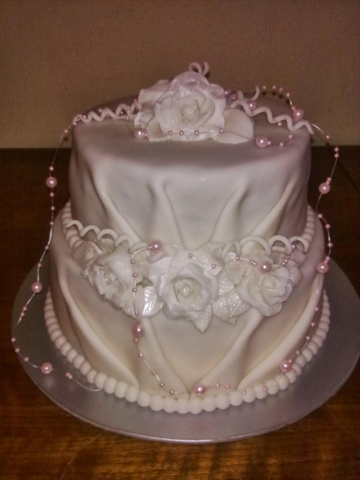 Svadobná biela torta