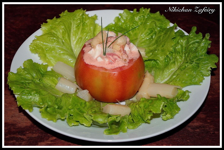 Ensalada individual con tomates rellenos de huevo y at n - Chipirones rellenos en salsa de tomate ...