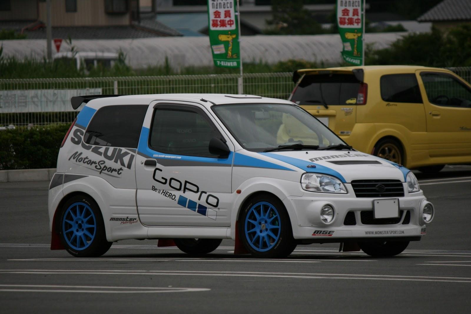 Suzuki Ignis, samochód po tuningu, japoński hatchback, niebieskie felgi, blue rims, fotki, zdjęcia