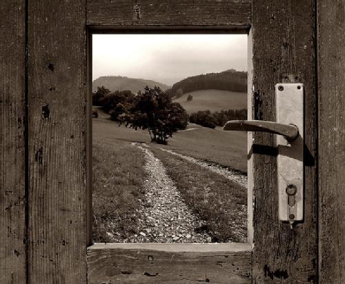 Entre mi vida y el firmamento siempre se ha dicho que for Puerta que se abre sola