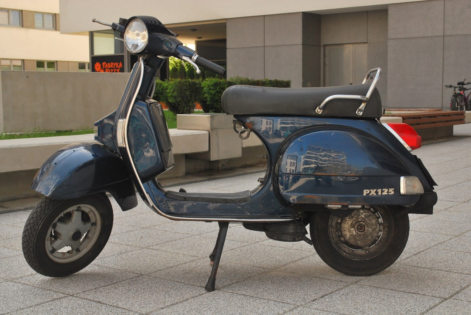 vespa px 125 e restoration the vespa has arrived. Black Bedroom Furniture Sets. Home Design Ideas