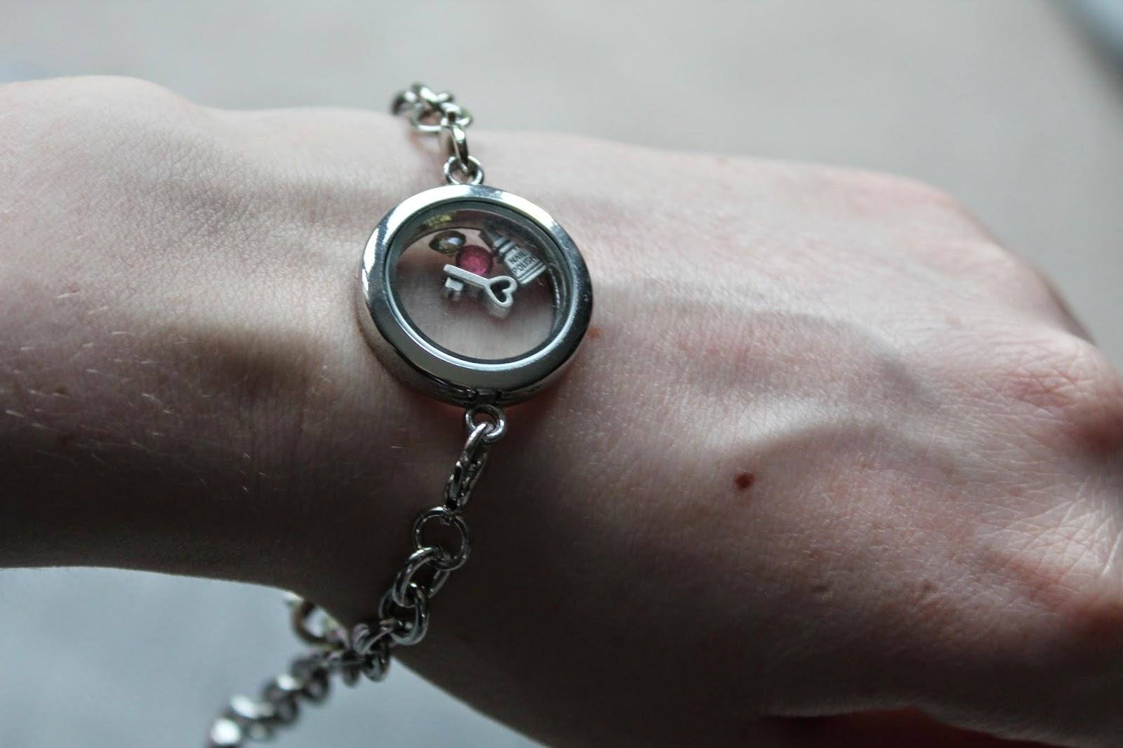 Memory Locket Bracelet - Seasons Online - Jewellery - Charms - Silver Chain