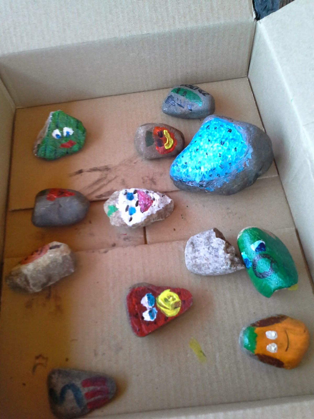 DIY garden markers painted rocks