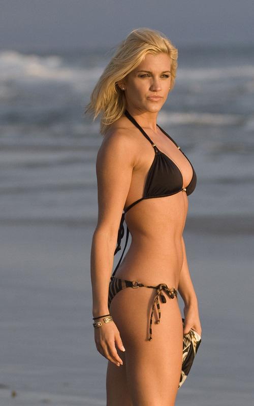 maggie lawson bikini photos