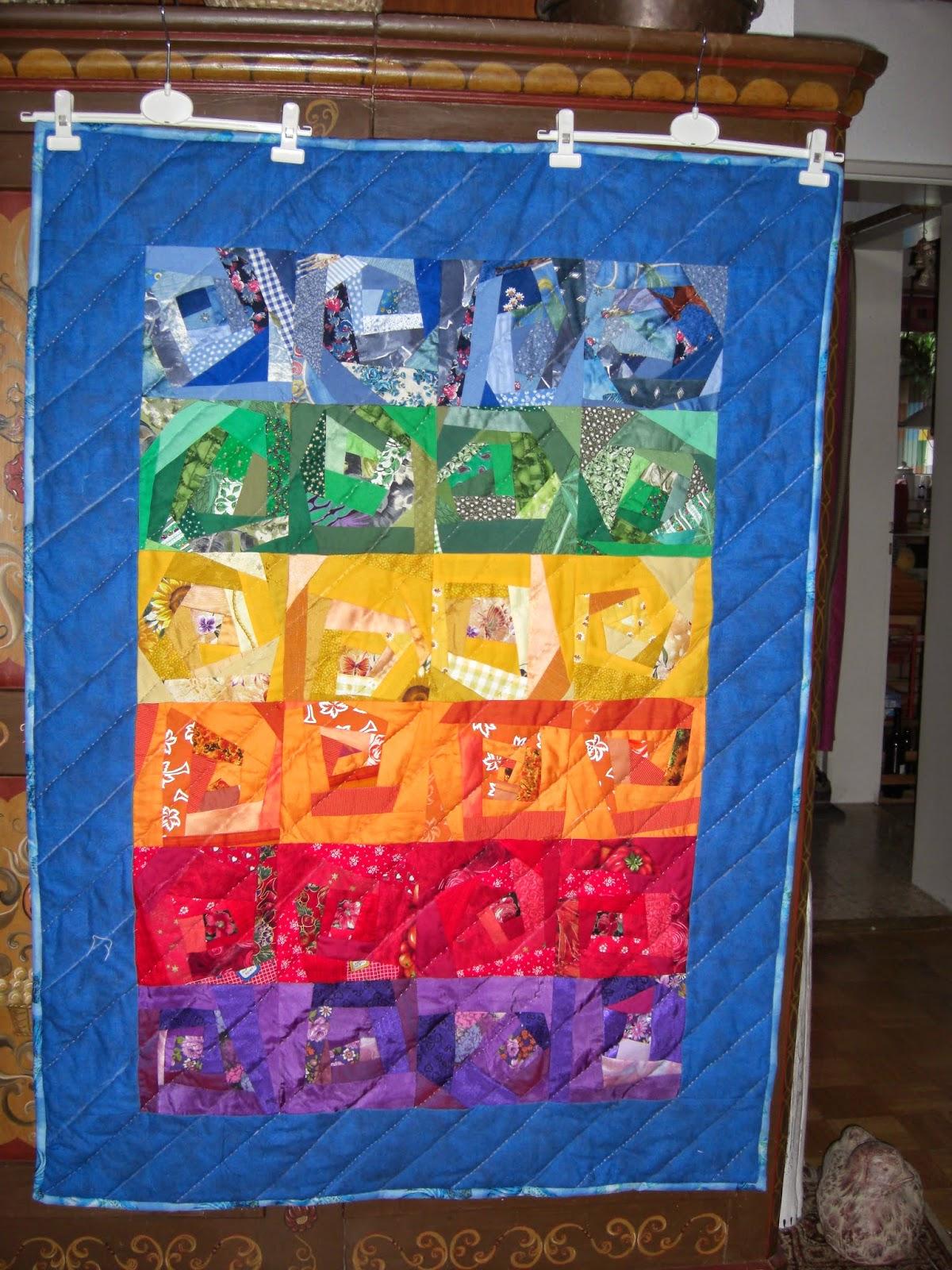Decke gequiltet in Regenbogenfarben