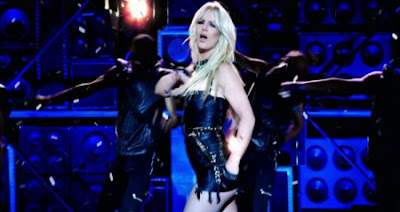 "Britney, el control mental y ""Hold it against me"" Hold12-e1301068278370"