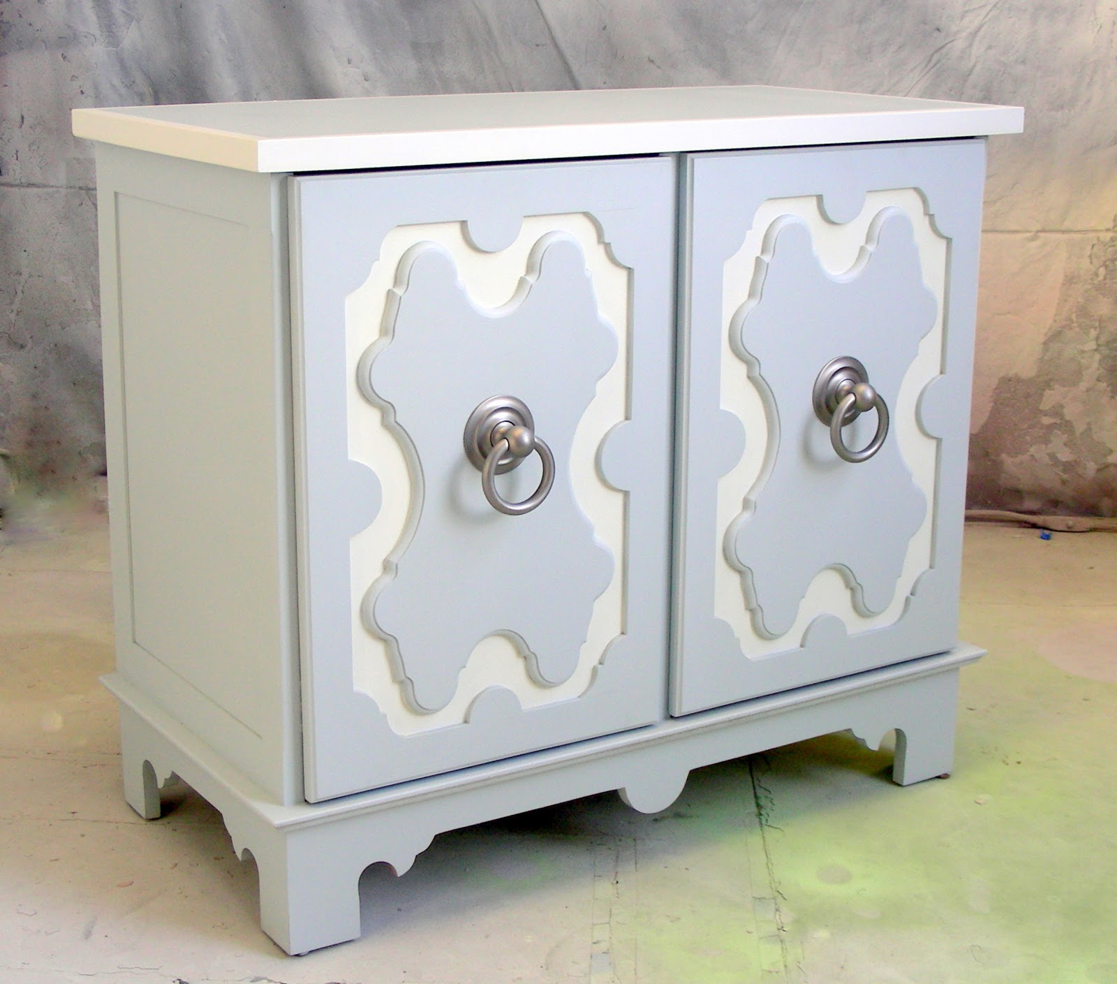 Amazing The Satin Nickel Ring Pulls On This Cabinet Are Actually Door Knobs.