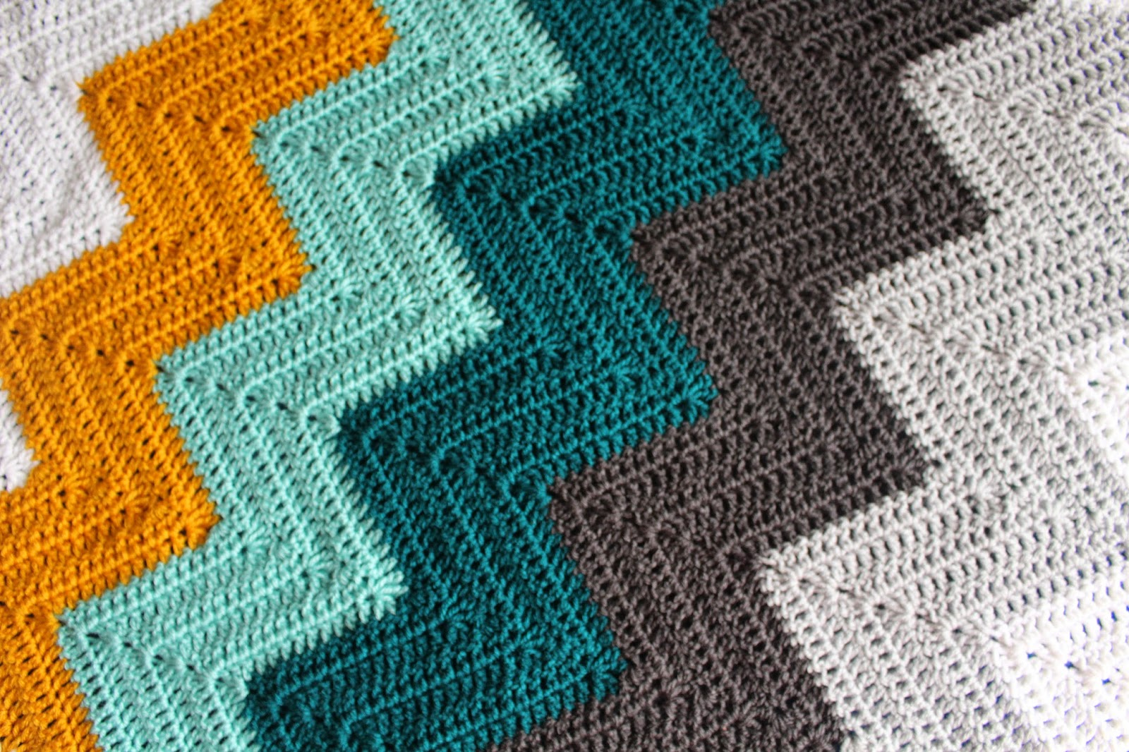 Lively Crochet - Rhythmic Youth: Teal Dreams - Chevron Baby Blanket